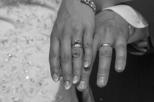 Die Eheringe nebst Verlobungsring